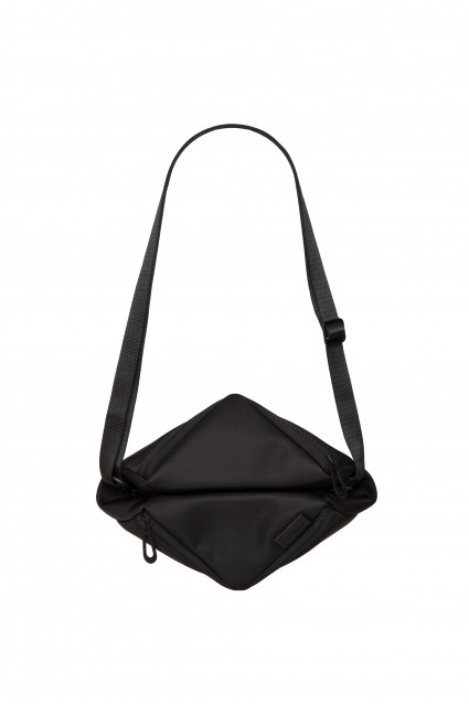 Tara Large Sleek black